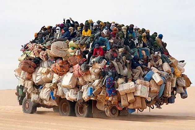 398_L_lorry-in-Sahara