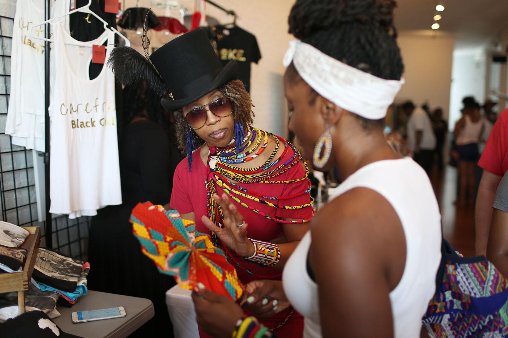 black_fashion_shopper